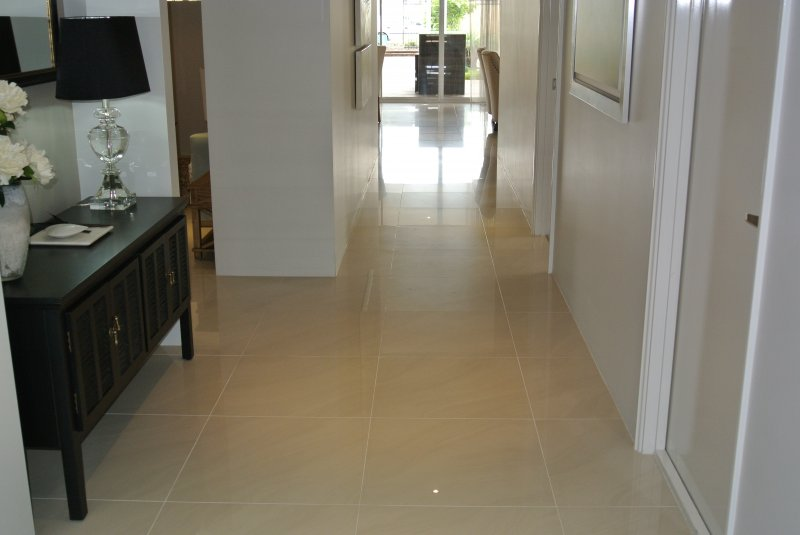 Hallway in polished Porcelain